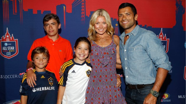 Kelly Ripa Photos